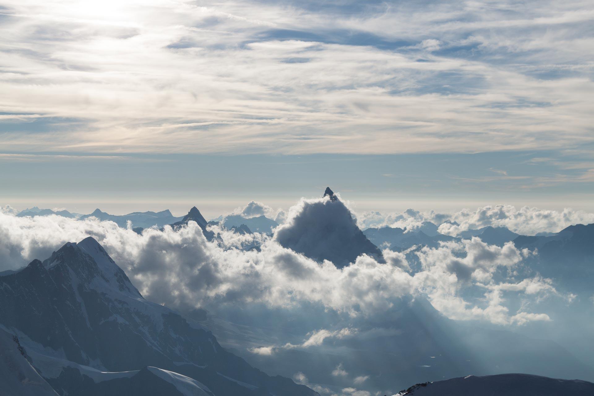 Blick von 4554 m runter zum Matterhorn (4478m). ;-)