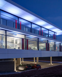 Bürogebäude, beheizt mit Eisspeicher