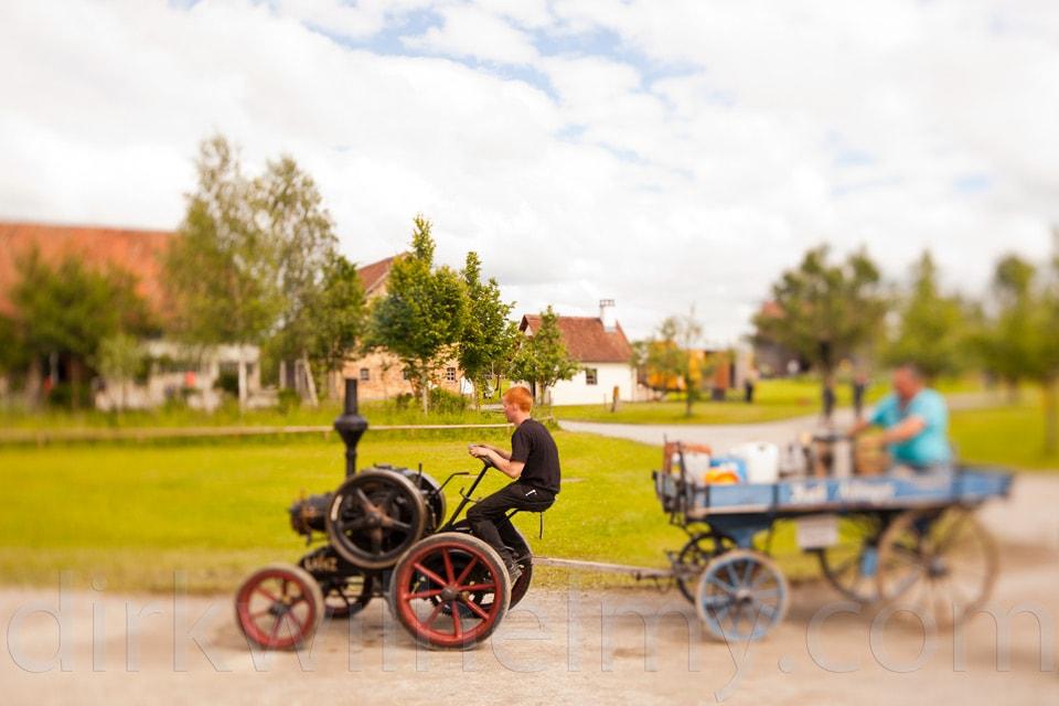 Tilt/Shift. Mini-Lokomobil beim Dampffest. Der Fotograf spielt mit Schärfe und Unschärfe.