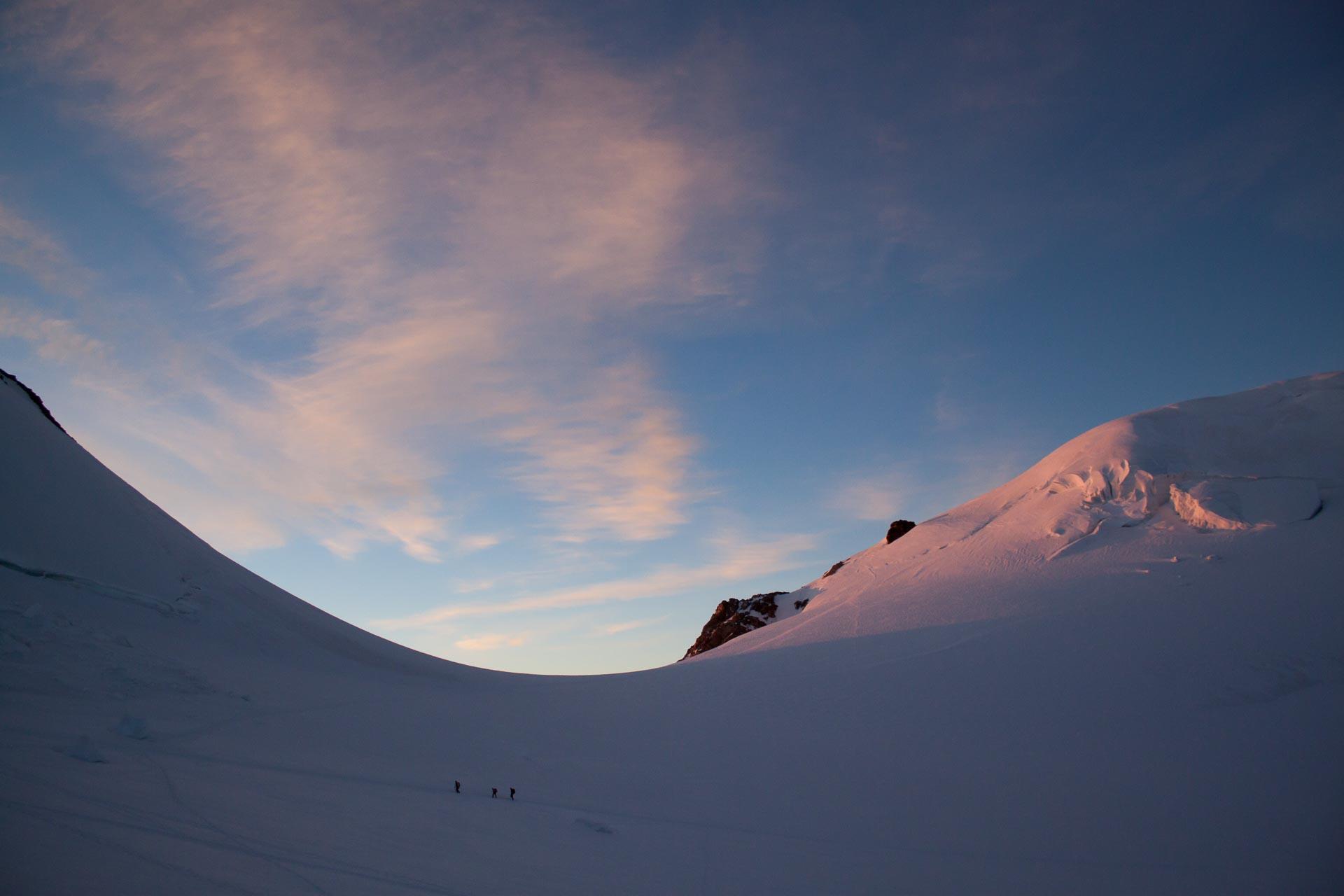 Seilschaft auf ca 4000 m.. Über den Grenzgletscher nach Zermatt zurück