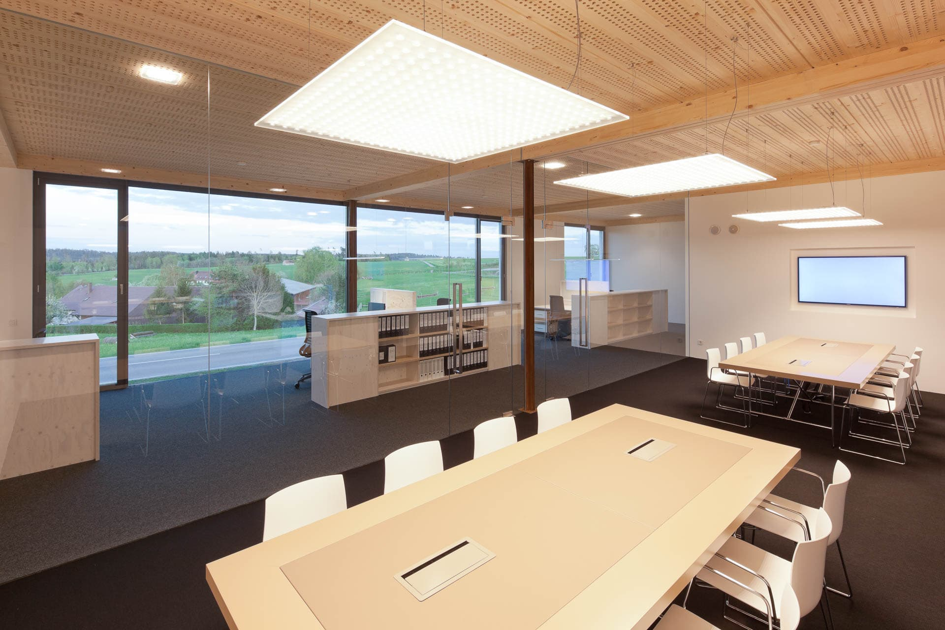 Konferenzraum mit Nimbus LED Beleuchtung
