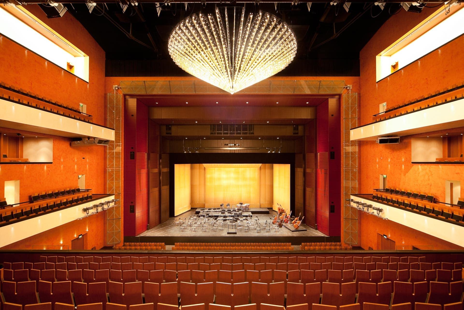 Der Konzertsaaal des SchauspielhausesBaden-Baden, Richtung Bühne gesehen.