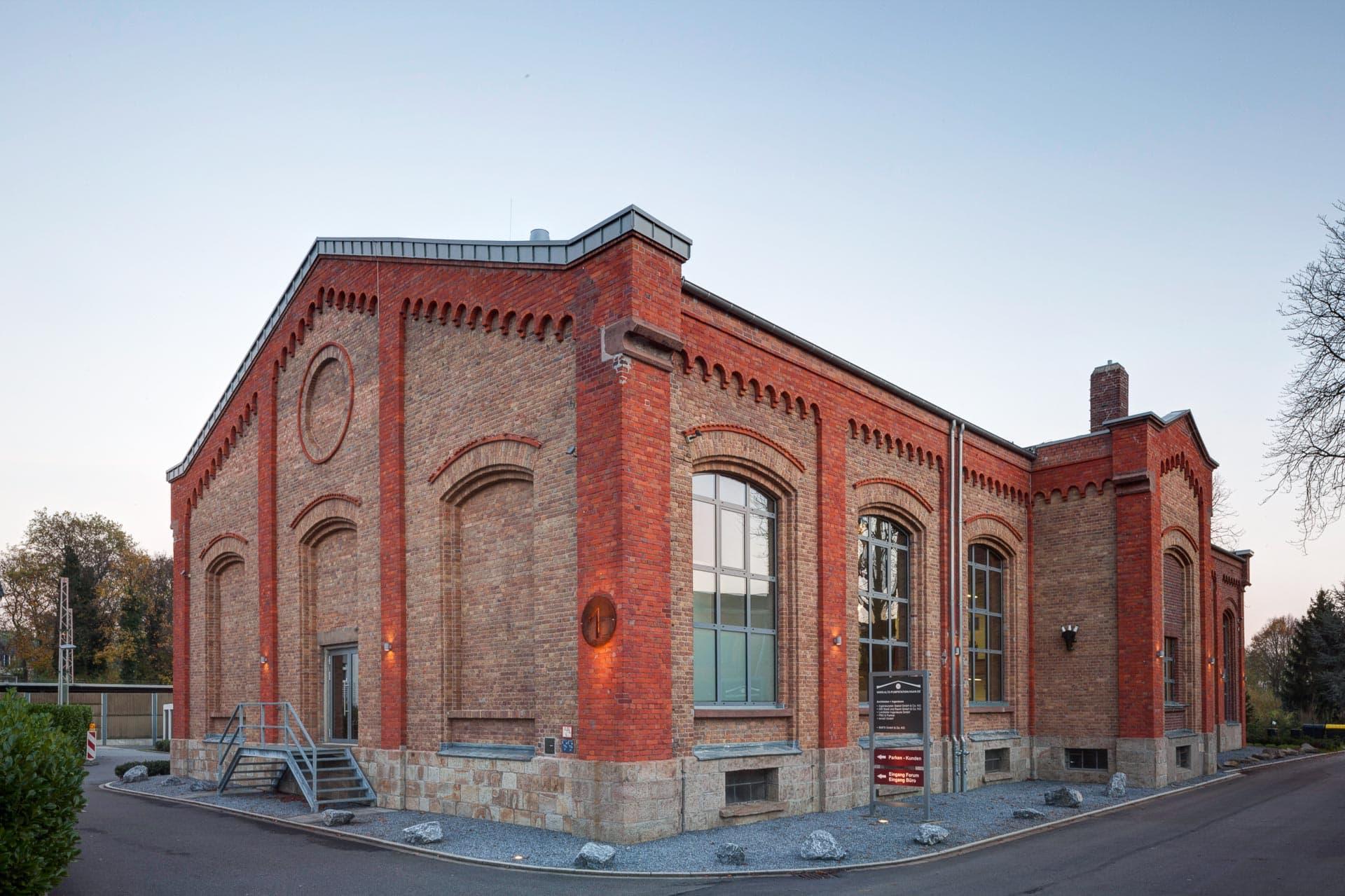 Gewerbeimmobilen-Fotografie: Architekturfotografie in Nordrhein-Westfalen: Altes Pumpwerk Haan.
