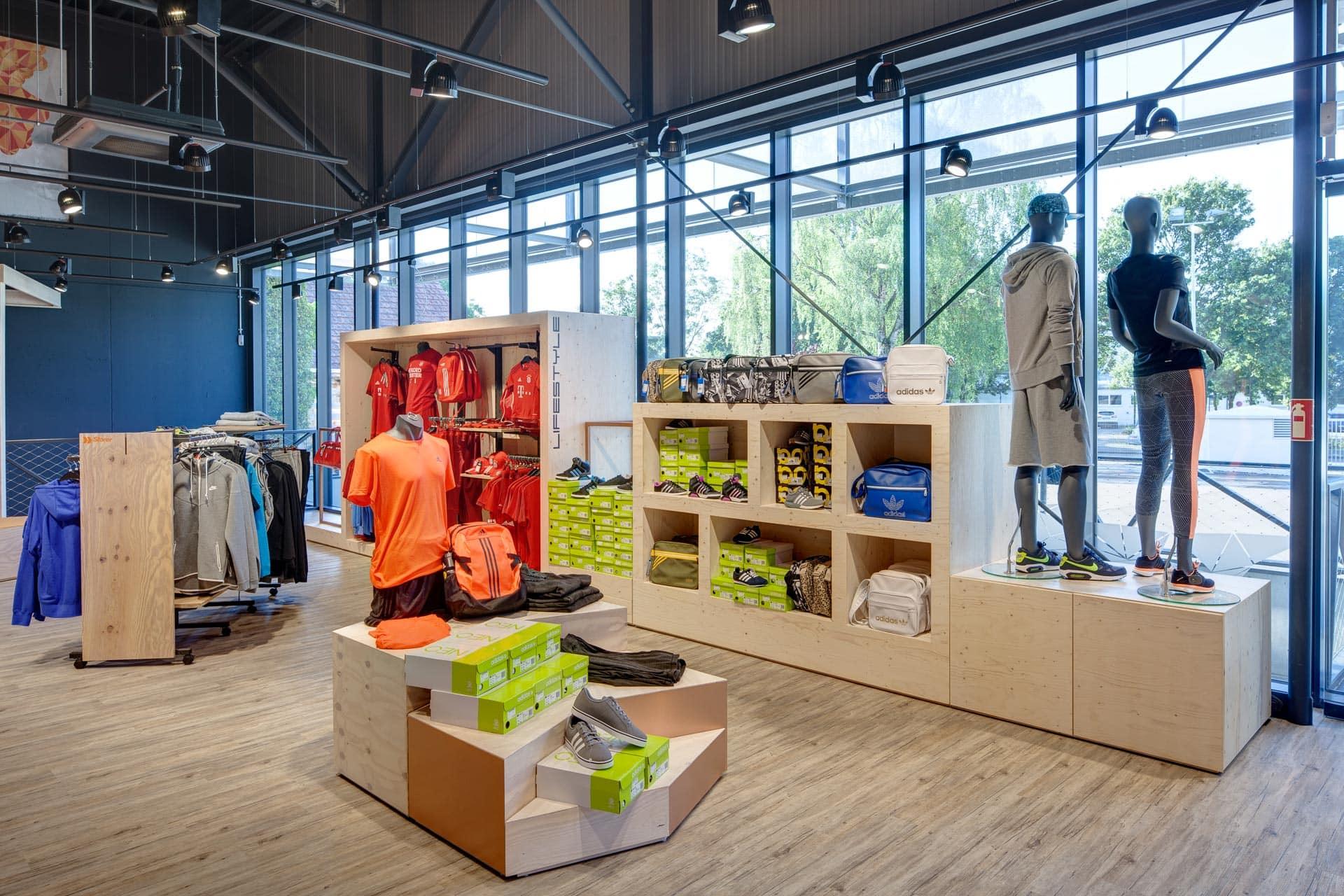 Architekturfotografie außen: Retailfotografie Bayern