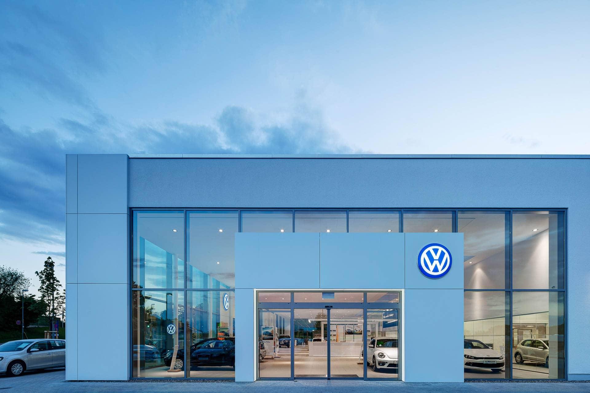 Autohaus Fotografie: Professionelle Innenarchitekturfotografie im VW- Autohaus