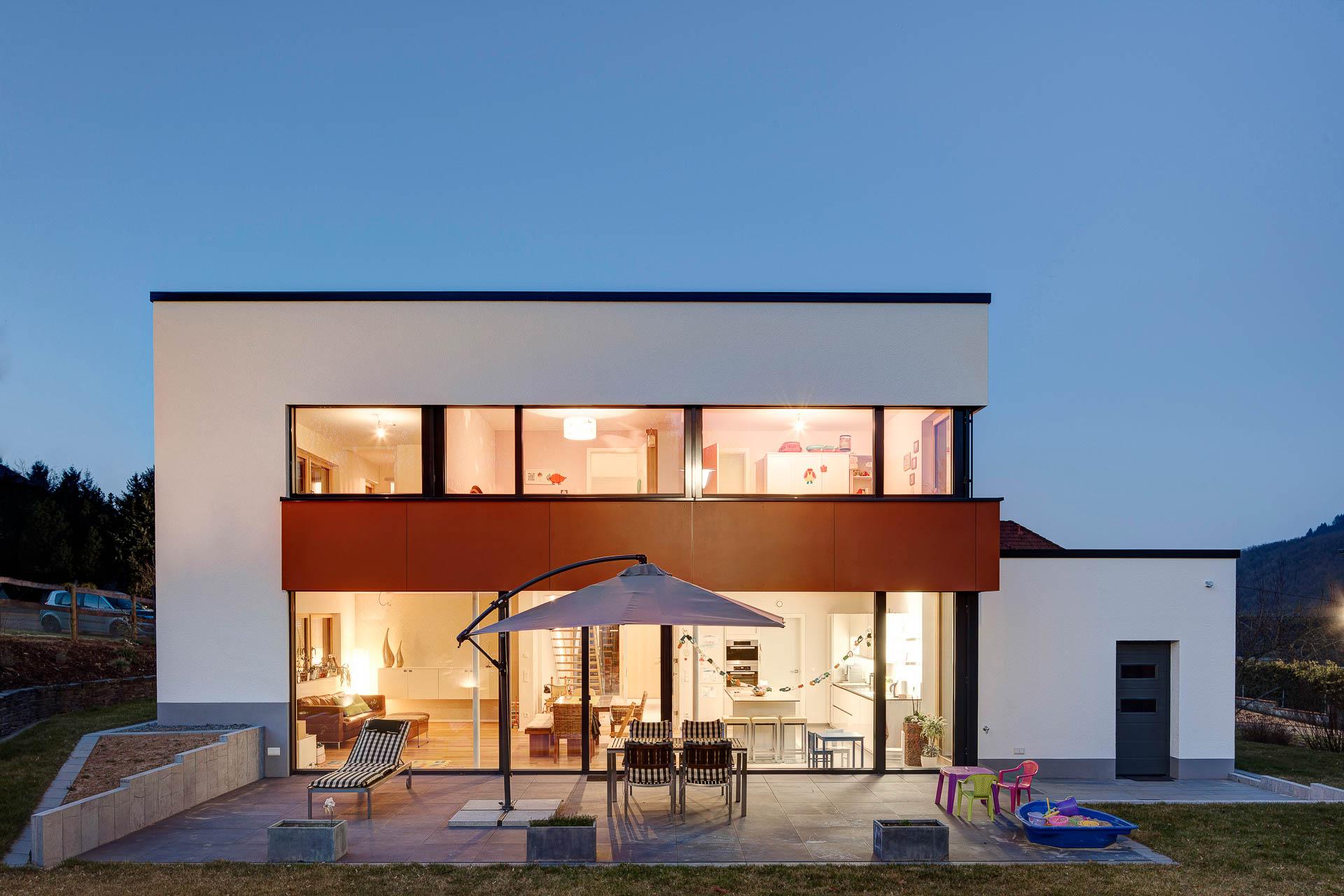 Architektur Einfamilienhaus Nachtaufnahme, Gemeinde Bruch