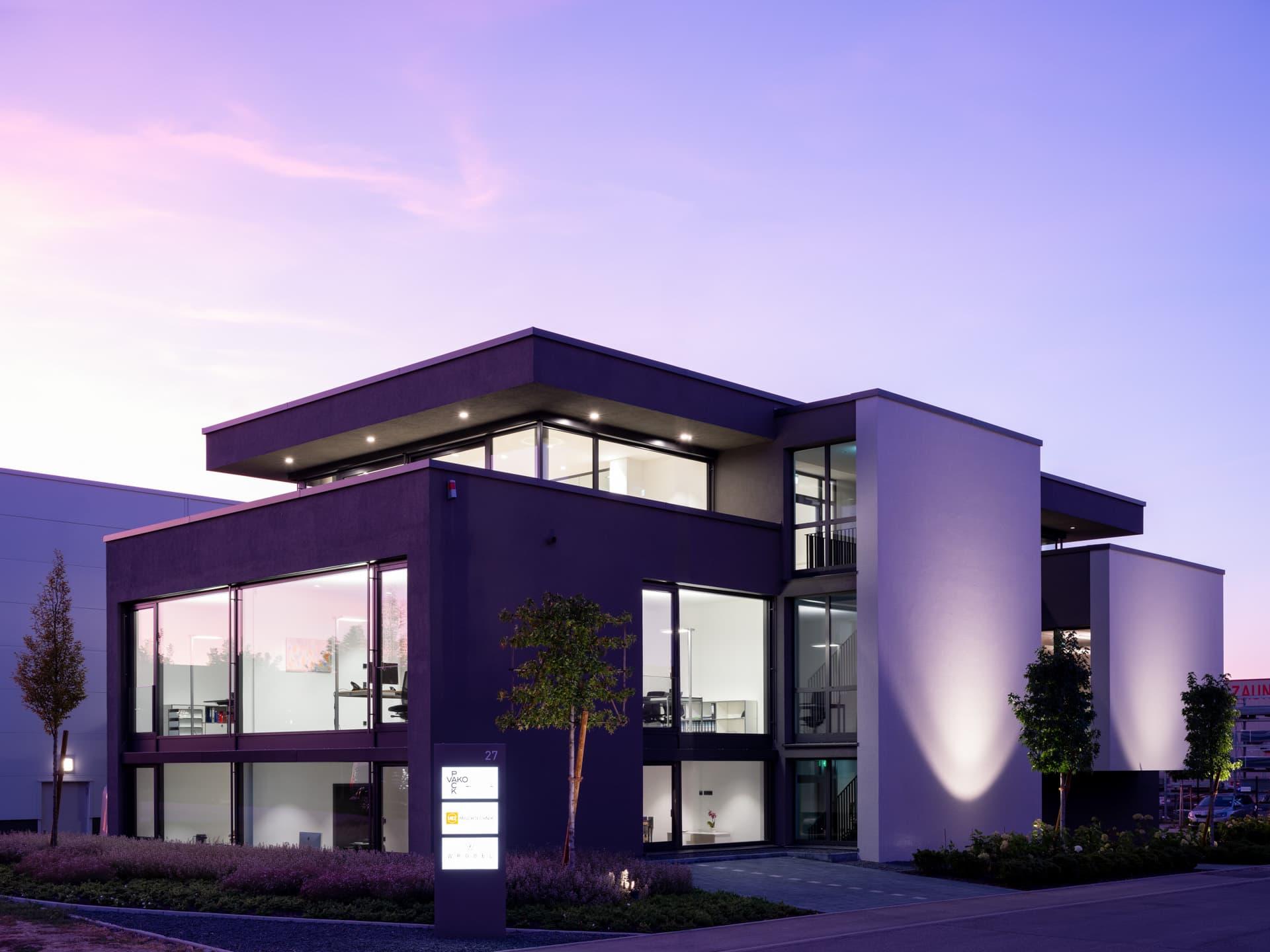 Bürogebäude mit Glaskacheln. Copyright: Dirk Wilhelmy Fotografie.